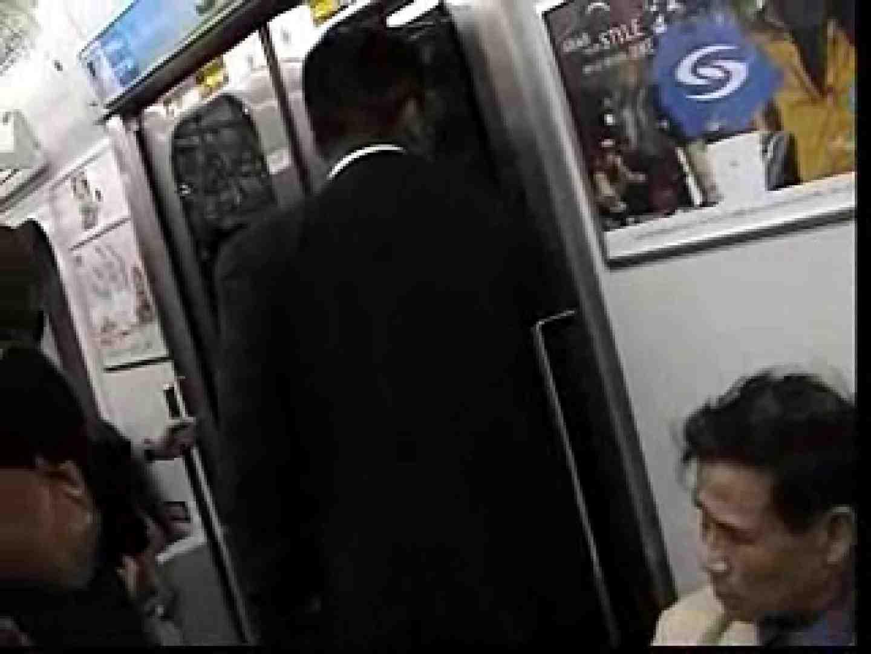 ゲイエロ動画 電車内でリーマンの股間撮影 イメージ(エロ)